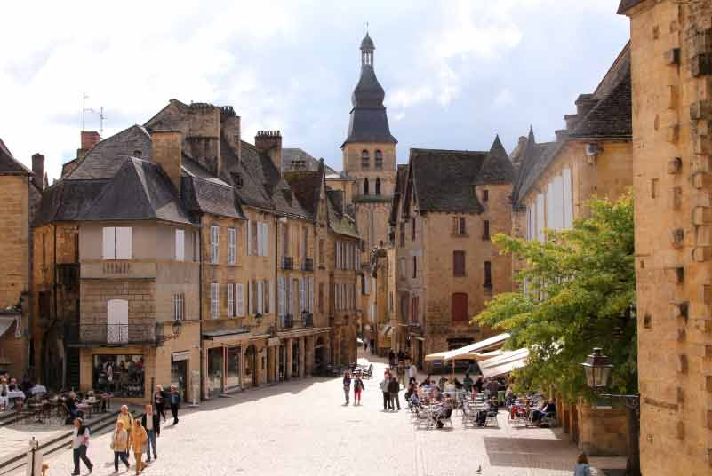 City-of-Sarlat-near-camping-maisonneuve-dordogne-perigord-noir-france