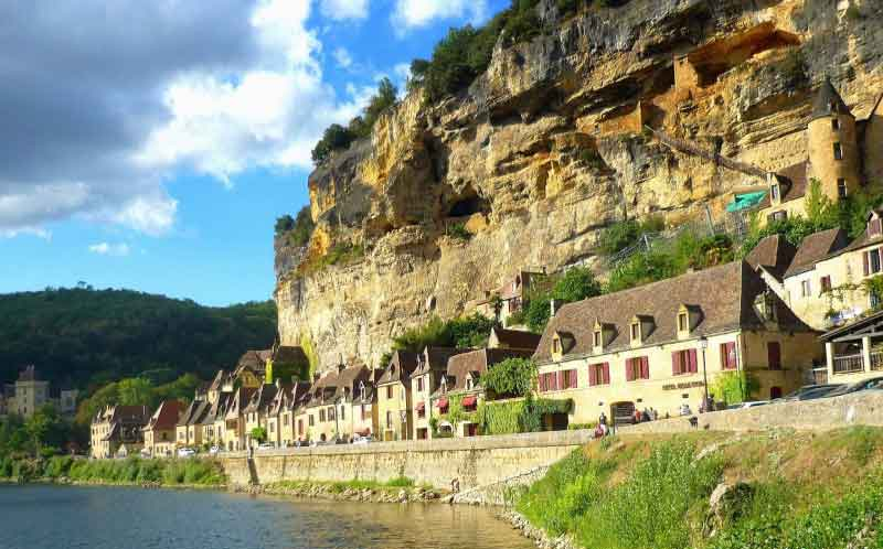 La-Roque-Gageac-near-camping-maisonneuve-dordogne-perigord-noir-france