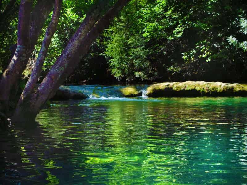 Le ceou-camping au bord de rivier